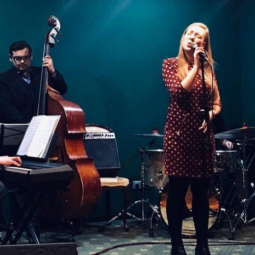 Jazz klub Tvrz: Petra Brabencová kvartet -Restaurace Chodovská tvrz, Ledvinova 9, Praha 4, 14900 Česká republika